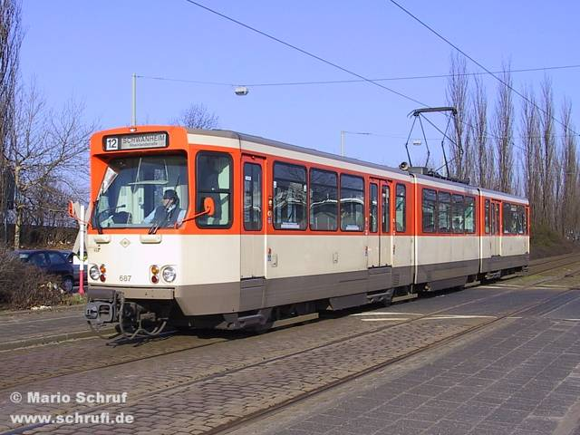 20.02.2004: Pt-Wagen 687 als Linie 12 Richtung Schwanheim an der ...